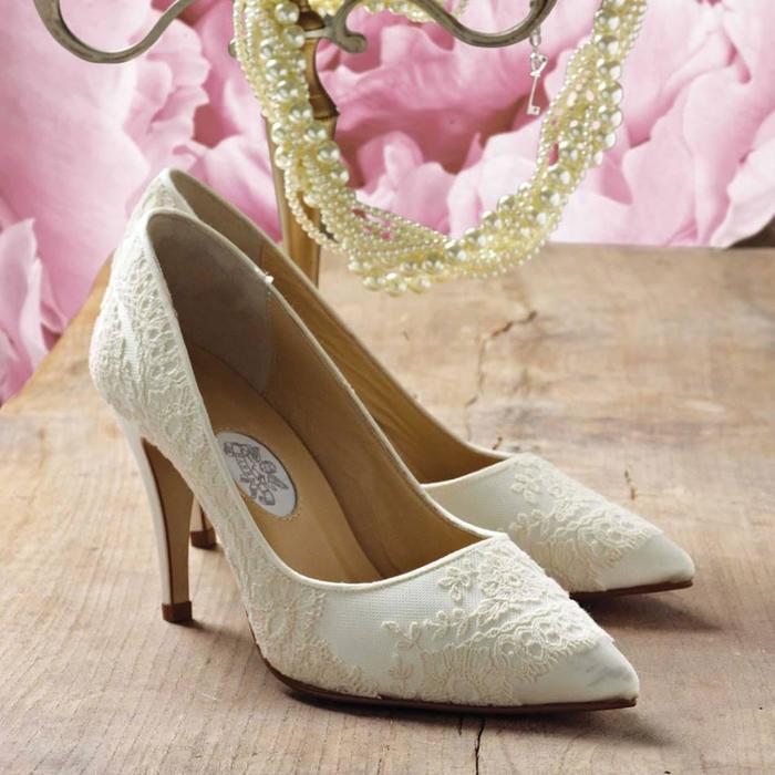 f823b277beb blurmark.com40 Scintillating Vintage Wedding Shoes to Wear on Themed  WeddingsLight gold